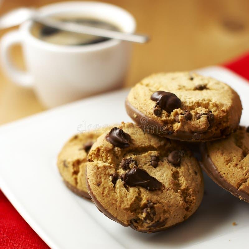Biscotti e caffè del cioccolato fotografie stock