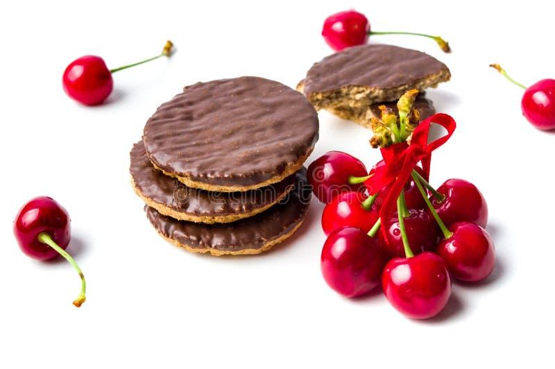 Biscotti e frutti della ciliegia fotografie stock libere da diritti