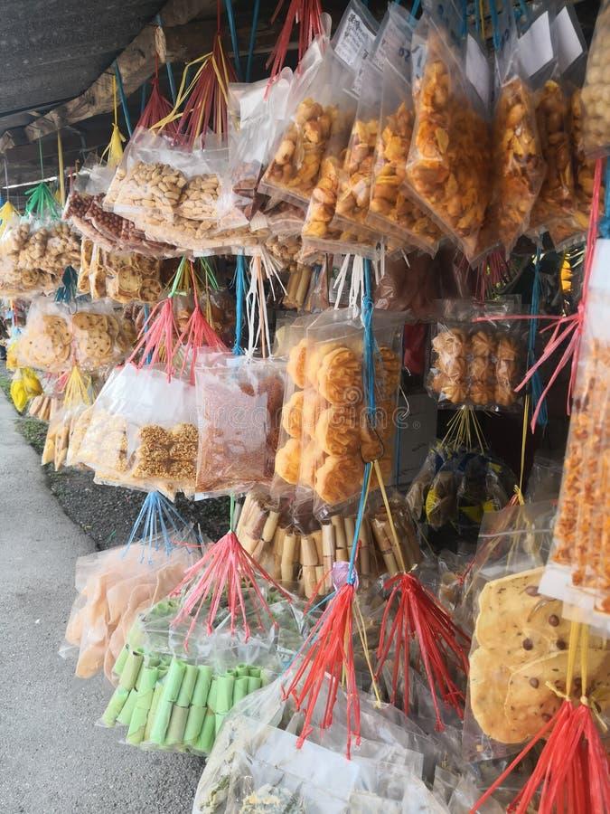 Biscotti malesi locali assortiti e biscotti immagini stock libere da diritti