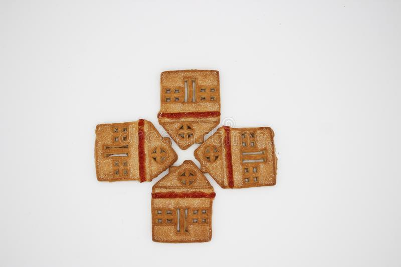 Biscotti meravigliosi e deliziosi con marmellata d'arance sotto forma di Camera di uno piani immagine stock