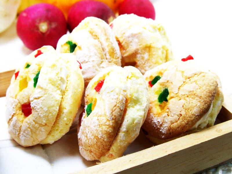 Download Biscotti misti di frutti fotografia stock. Immagine di casalingo - 55361026
