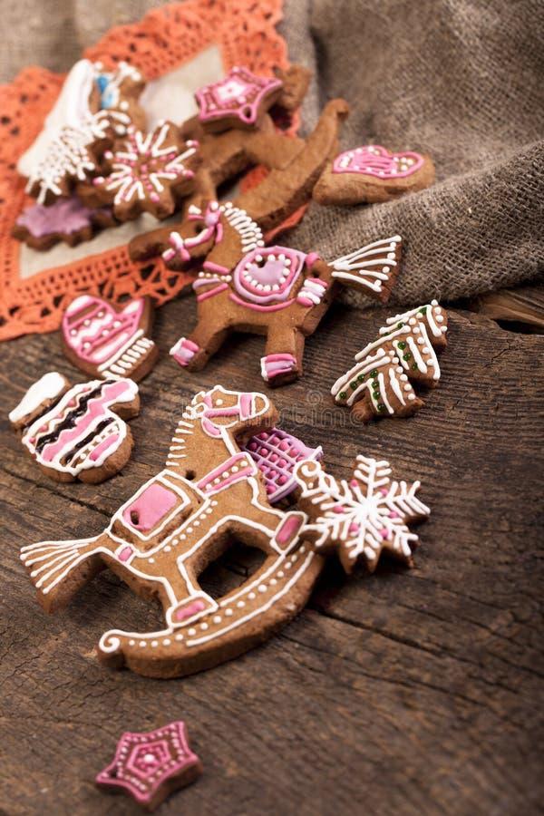 Biscotti sopra fondo di legno fotografie stock libere da diritti