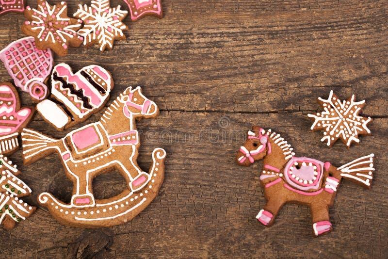 Biscotti sopra fondo di legno immagini stock