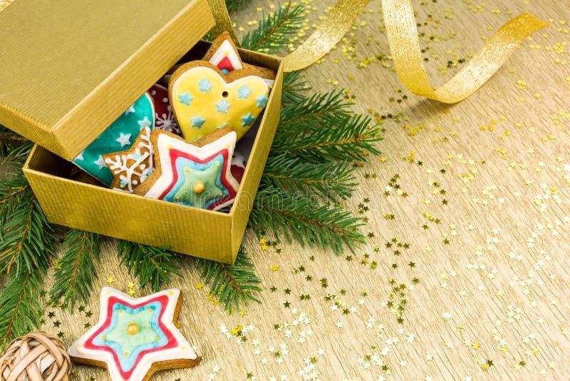 Biscotti variopinti del pan di zenzero di Natale fotografia stock