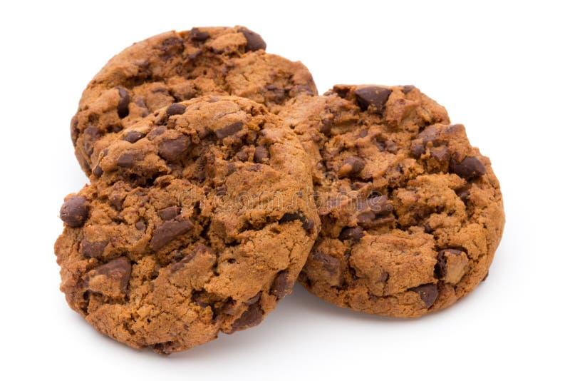 Biscotto di pepita di cioccolato su fondo bianco immagini stock libere da diritti