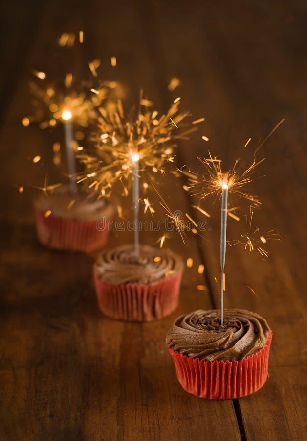 Biscotto e sparkler di compleanno immagini stock libere da diritti