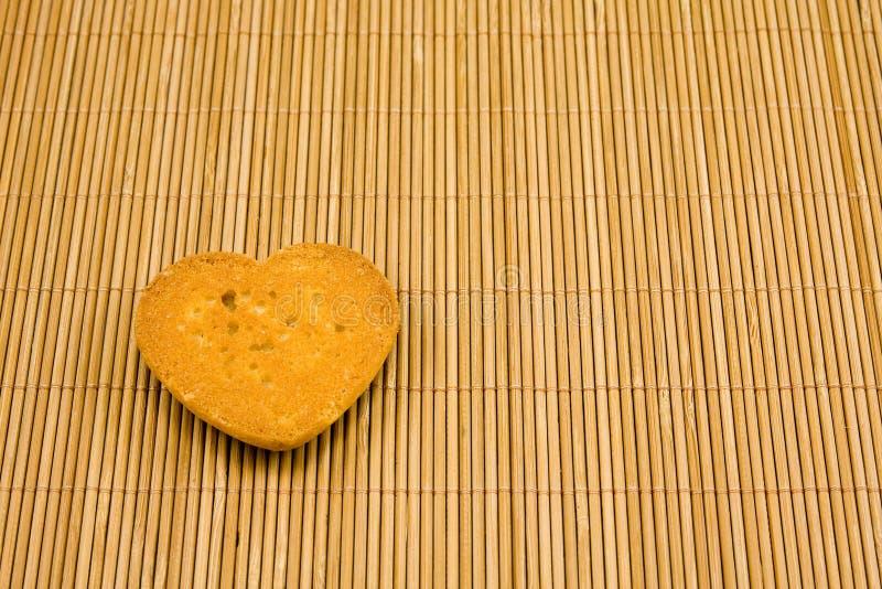 Biscotto a forma di del cuore fotografie stock libere da diritti