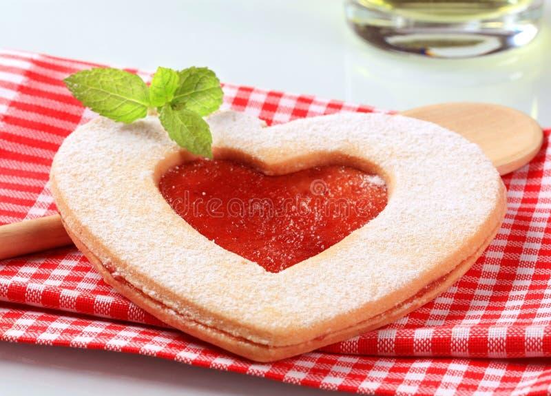 Biscotto a forma di del cuore immagini stock libere da diritti