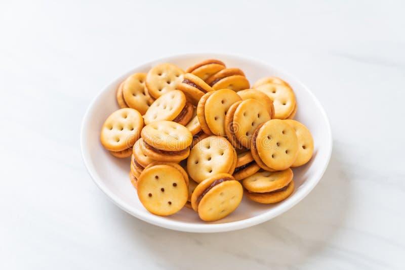 Biscuit avec de la confiture d'ananas photographie stock