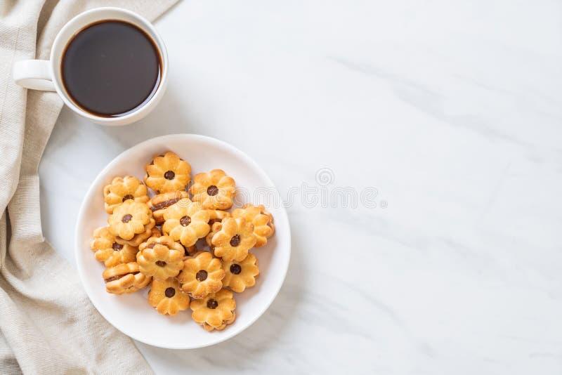 Biscuit avec de la confiture d'ananas image libre de droits