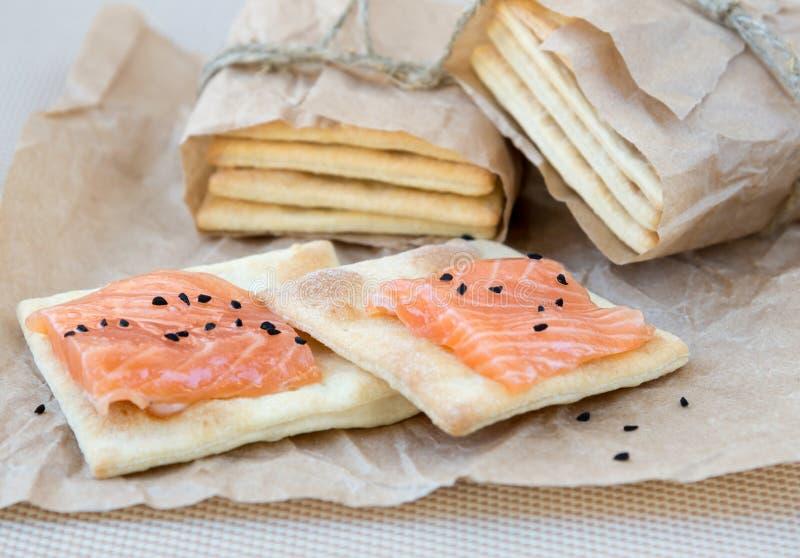 Biscuit avec un saumon photo libre de droits
