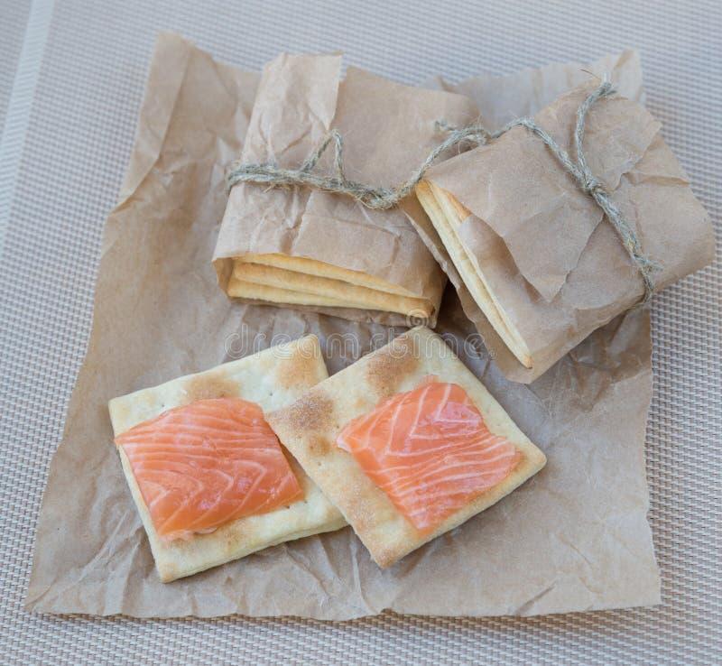 Biscuit avec un saumon image libre de droits
