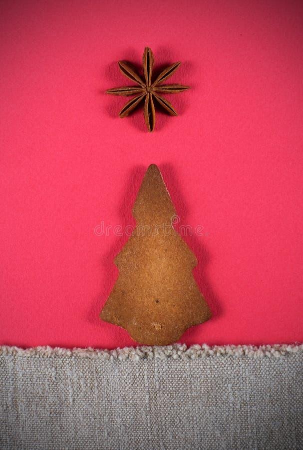 Biscuit d'arbre de Noël avec l'étoile photos stock