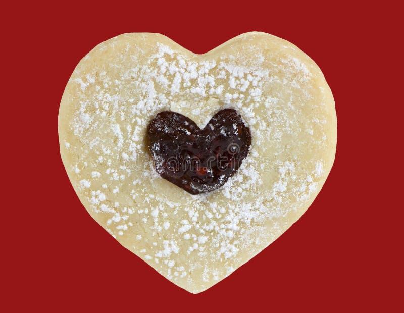 Biscuit de beurre en forme de coeur avec la confiture images stock