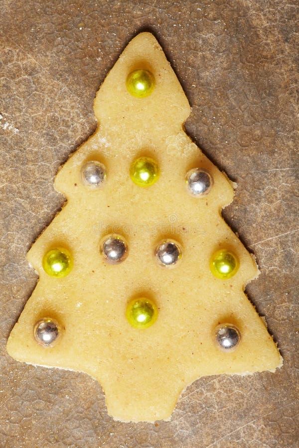 Biscuit de Noël avec des billes photographie stock