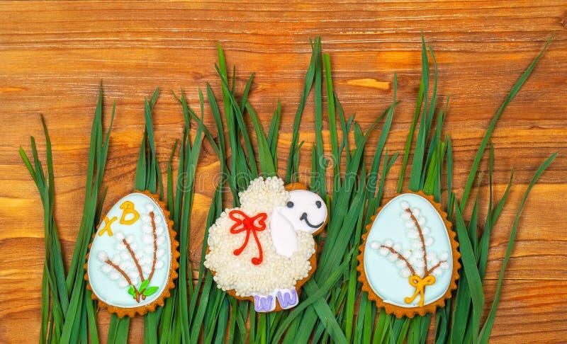 Biscuit de Pâques Petits oeufs de moutons et de pâques photos libres de droits