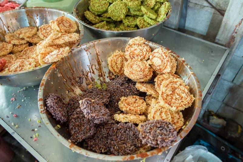 Biscuit de riz de dessert ou écrimage thaïlandais de biscuit de riz avec le suga de canne photos libres de droits