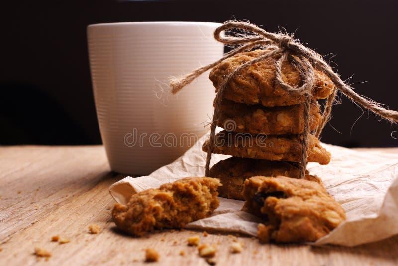 Biscuit et lait image stock