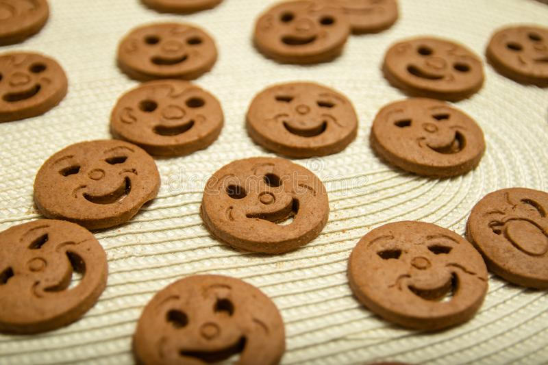 Biscuits arrondis sous forme de smiley image stock