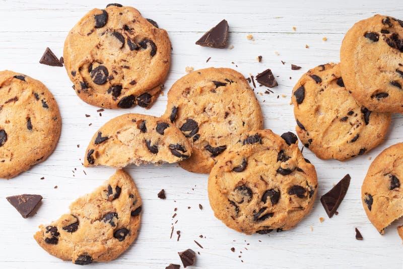 Biscuits avec des puces de chocolat photo stock