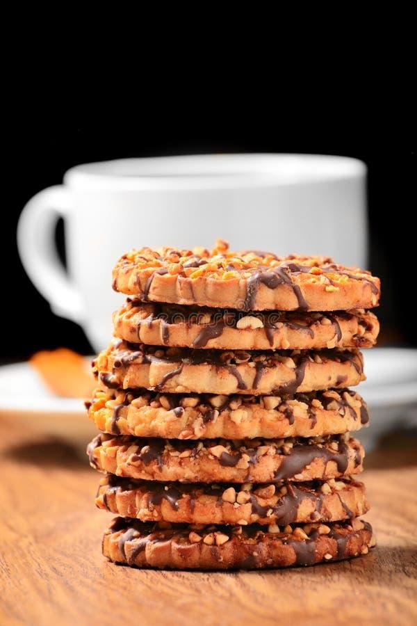 Biscuits avec du thé images stock