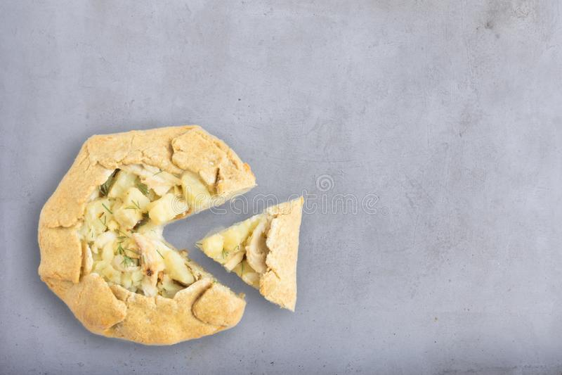 Biscuits avec le poulet et les pommes de terre photographie stock