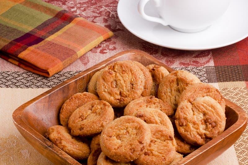 Biscuits avec le remplissage de caramel images libres de droits