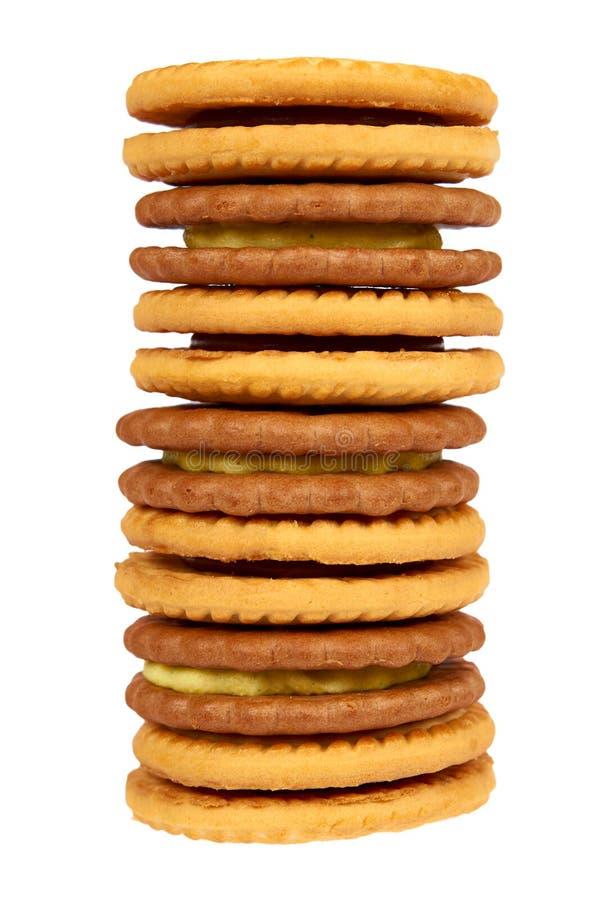 Biscuits avec le remplissage de crème d'isolement sur le fond blanc photo libre de droits