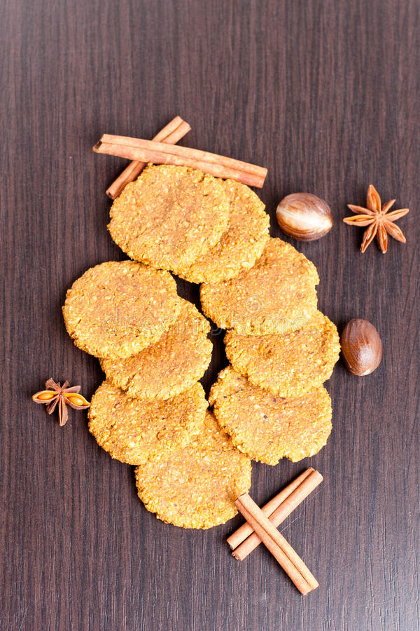 Biscuits d'épice faits maison de potiron photos stock