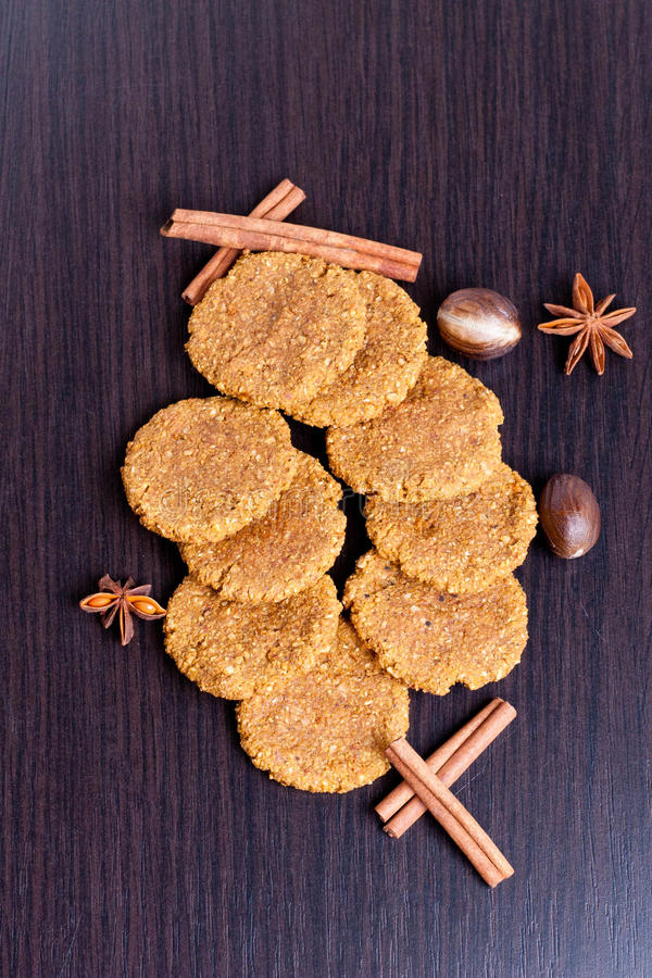 Biscuits d'épice faits maison de potiron photo stock