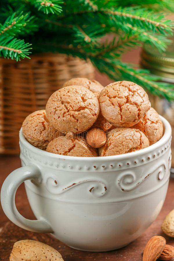 Biscuits d'amande italiens traditionnels - amaretti photos libres de droits