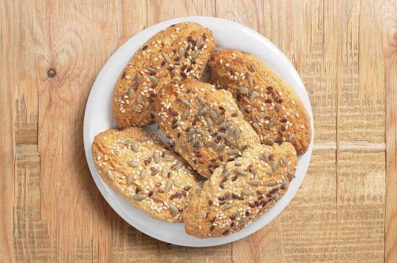 Biscuits d'avoine avec des graines images libres de droits