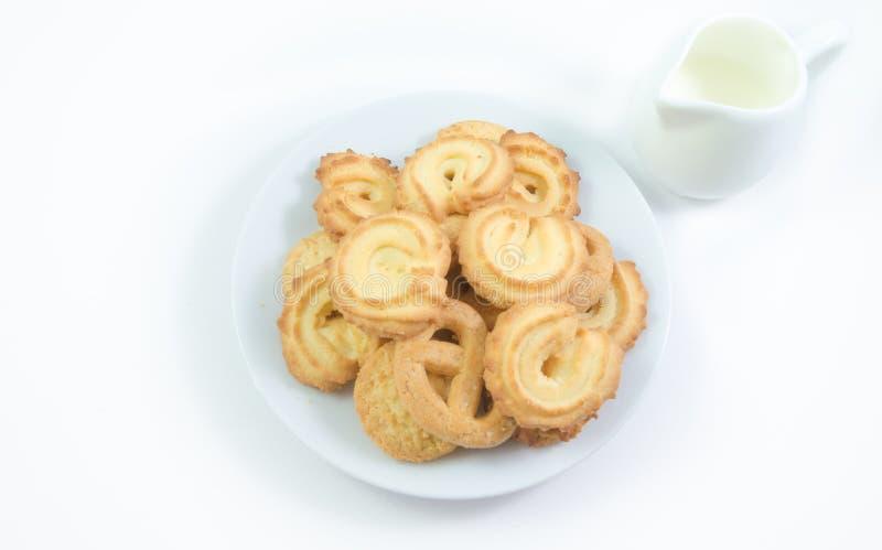 Biscuits danois avec du lait d'isolement photo libre de droits