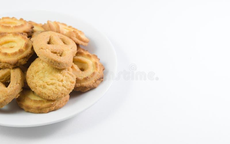 Biscuits danois sur le plat d'isolement photos stock