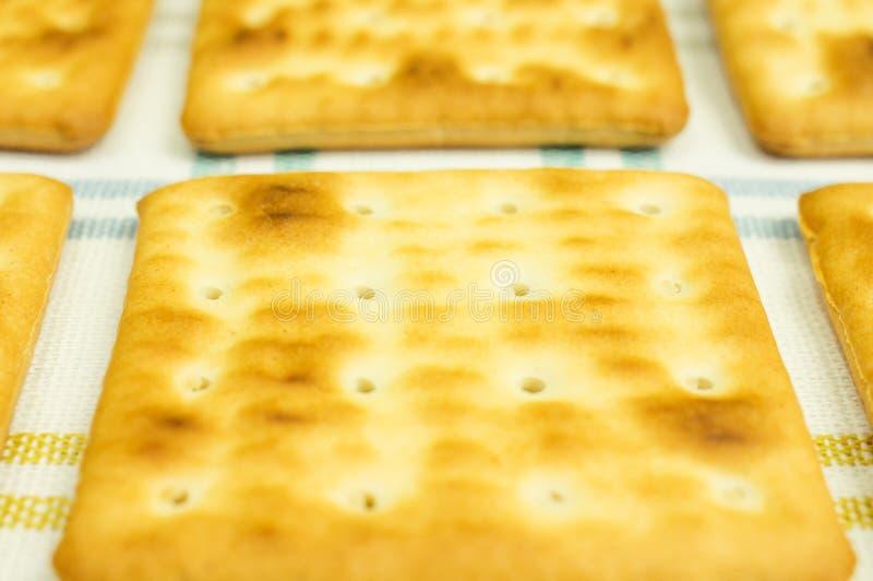 Biscuits dans une rangée. photos stock
