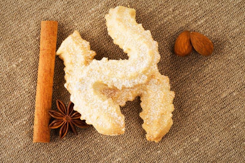 Biscuits de beurre avec l'anis et la cannelle photographie stock libre de droits