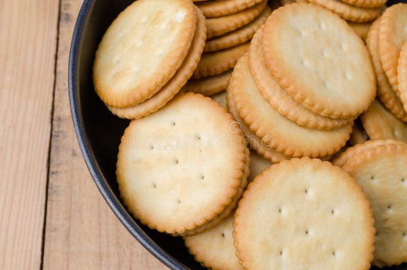 Biscuits de biscuits sur le fond en bois image libre de droits