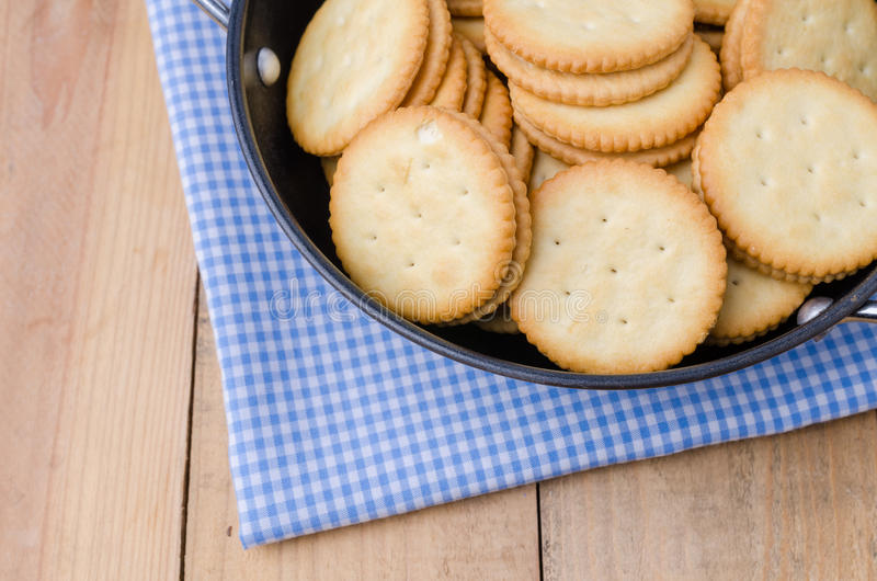 Biscuits de biscuits sur le fond en bois photo stock