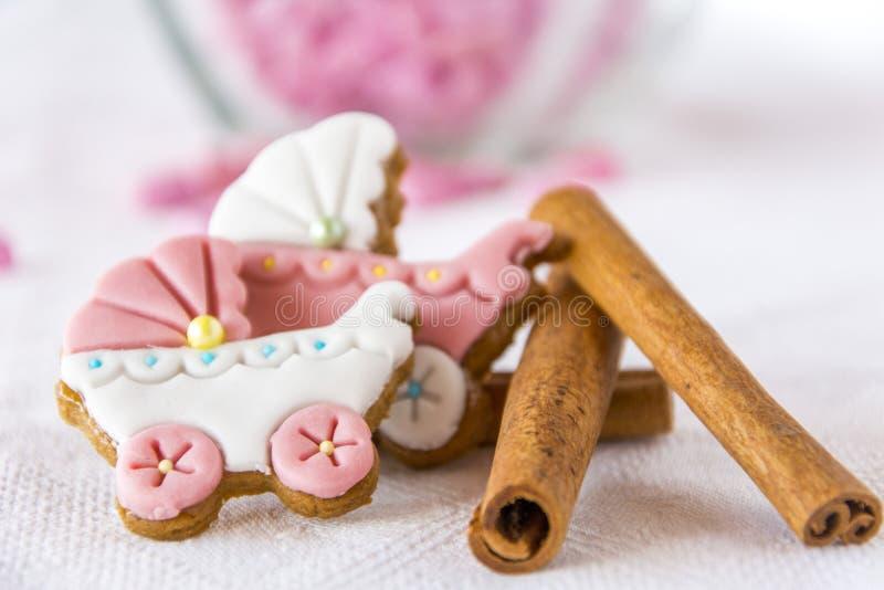 Biscuits de boguet de bébé pour des princesses avec de la cannelle photos stock