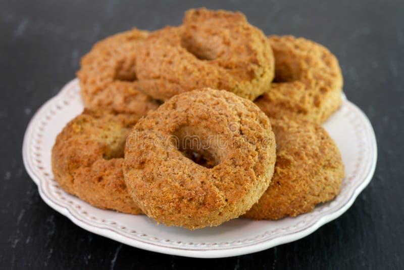 Biscuits de cannelle images libres de droits