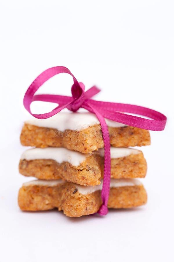 Biscuits de cannelle avec la bande image stock