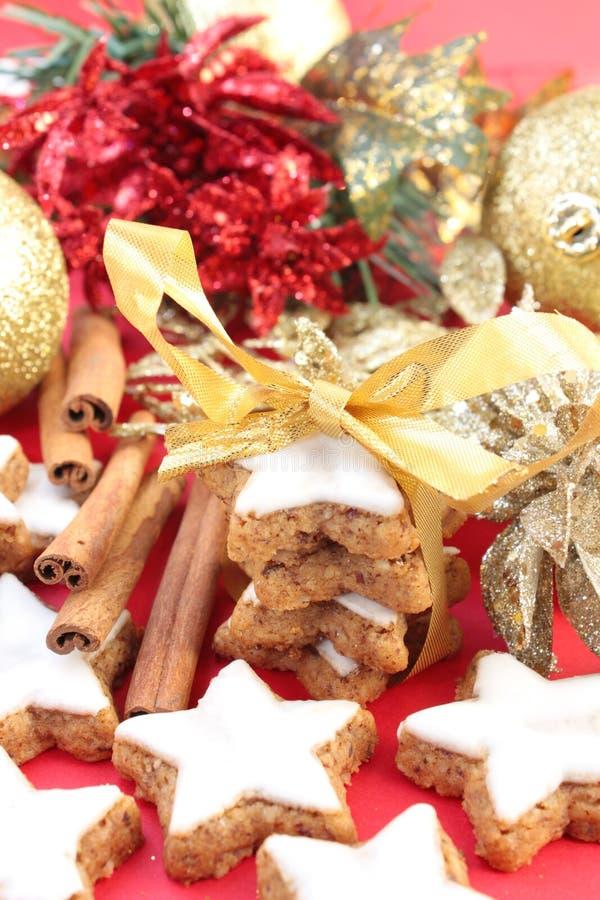 Biscuits de cannelle de Noël image libre de droits