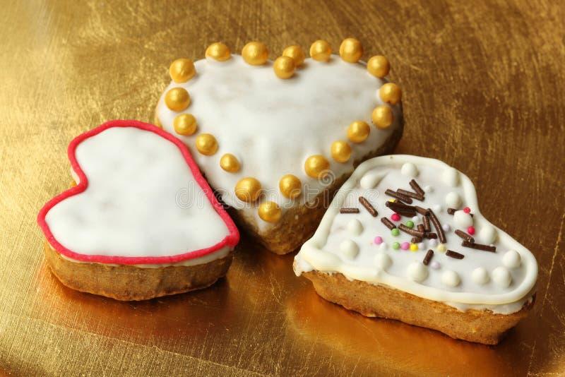 Biscuits de coeur de pain d'épice de Noël images libres de droits