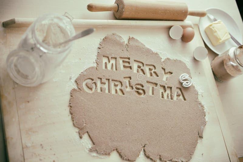 Biscuits de cuisson pour Noël - Joyeux Noël image stock