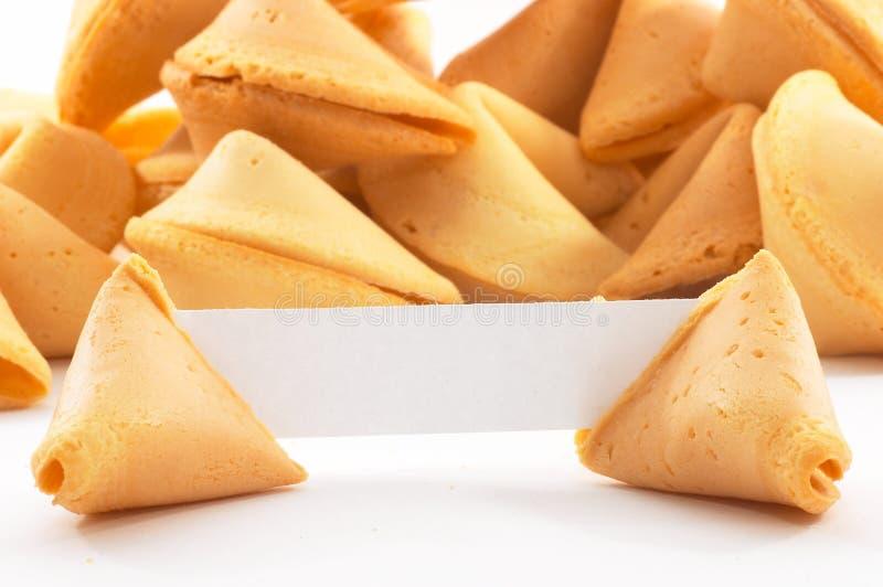 Biscuits de fortune chinois avec le papier blanc blanc photo stock