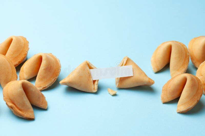 Biscuits de fortune chinois E Fond pour une carte d'invitation ou une f?licitation photos stock