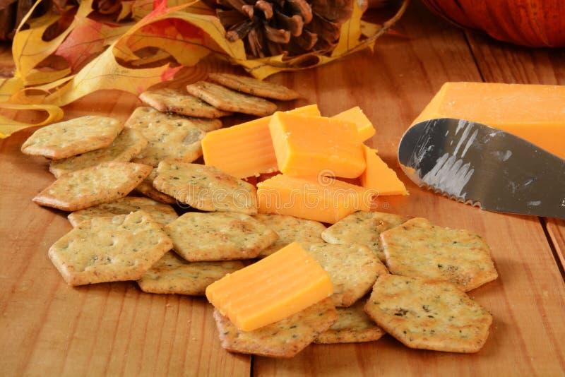 Download Biscuits De Fromage Et De Basilic De Cheddar Image stock - Image du fromage, graine: 45367093