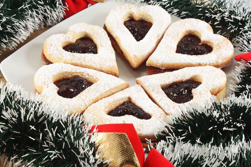 Biscuits de Linzer avec la confiture images libres de droits