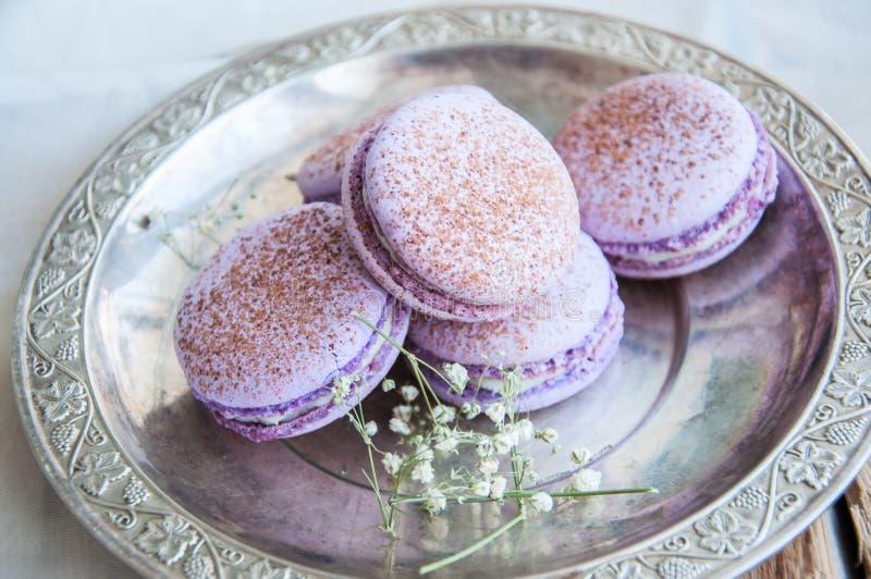 Download Biscuits De Macaron Dans Un Plat Image stock - Image du coloré, confiserie: 87709765
