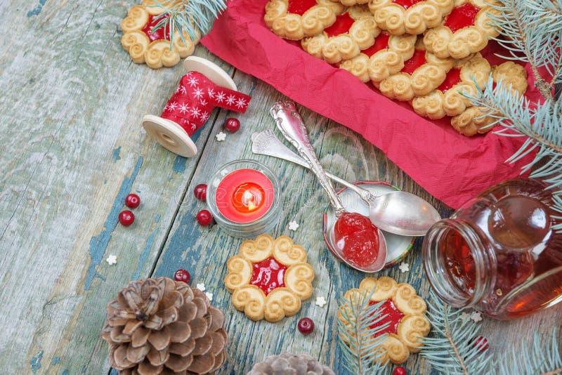 Biscuits de Noël avec la confiture images libres de droits